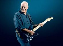 Gilmour with Black Strat 0619 SC.jpg